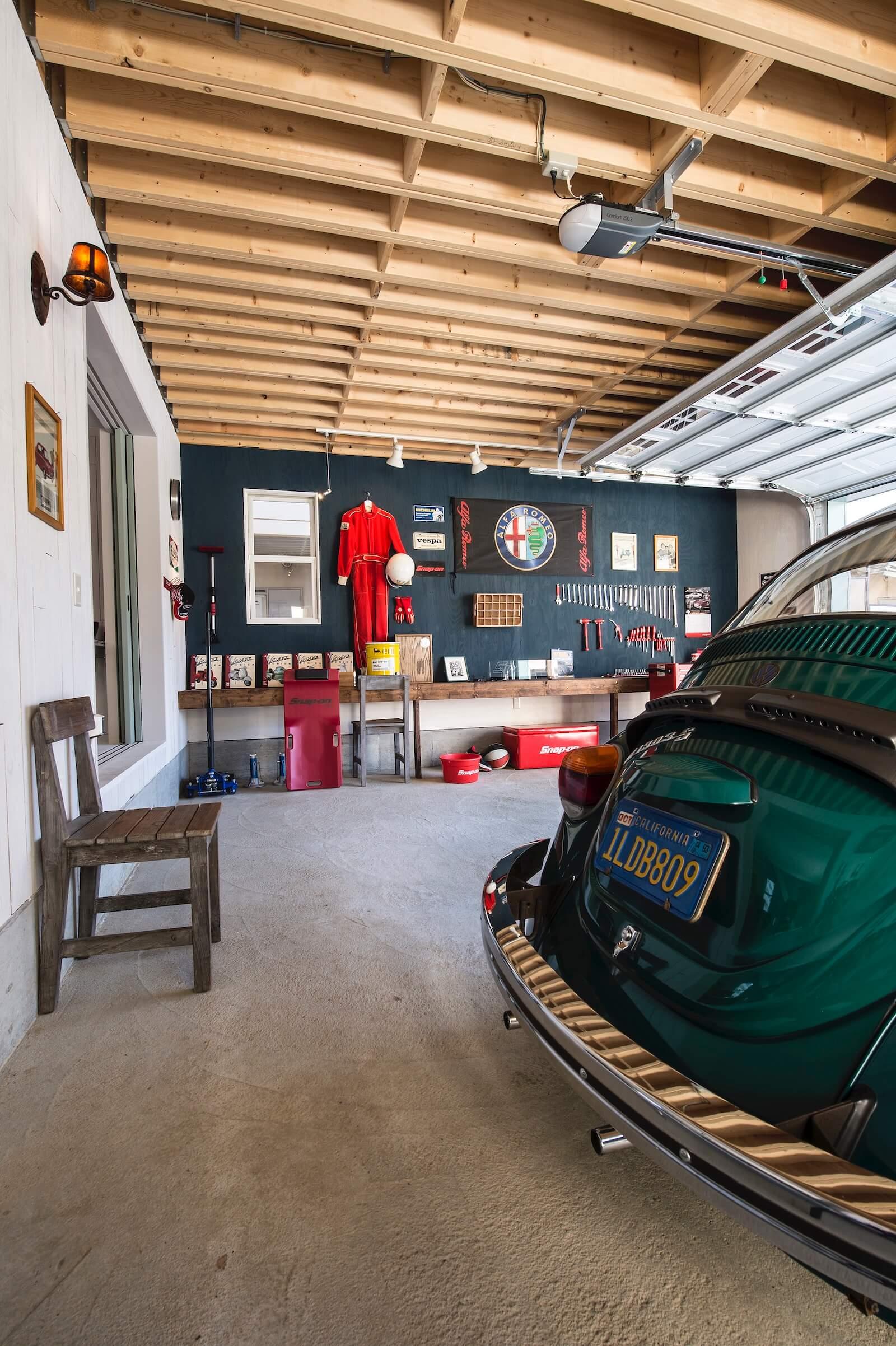プロヴァンスのビルトインガレージ輸入住宅のガレージ